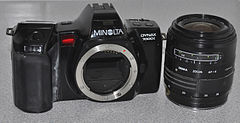Minolta Dynax 7000i Analogue Film Camera, With Sigma 28-70mm Lens (8744262160).jpg