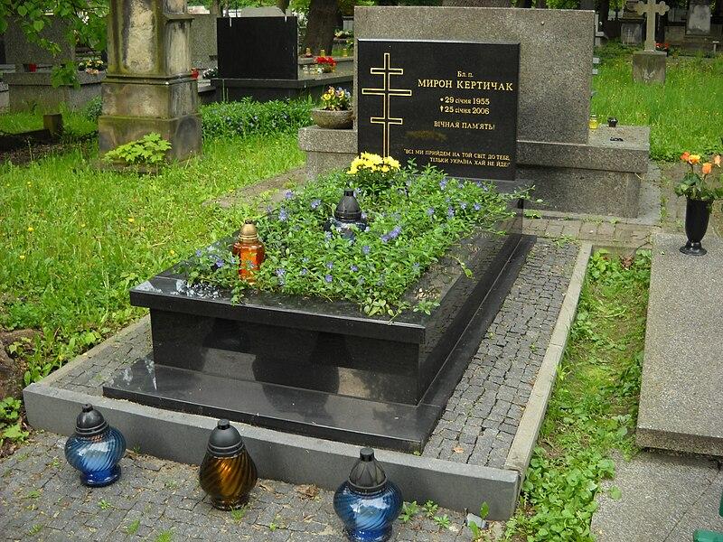 File:Miron kertyczak grób.JPG