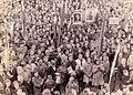 Množica pred magistratom v Celju 1945.jpg
