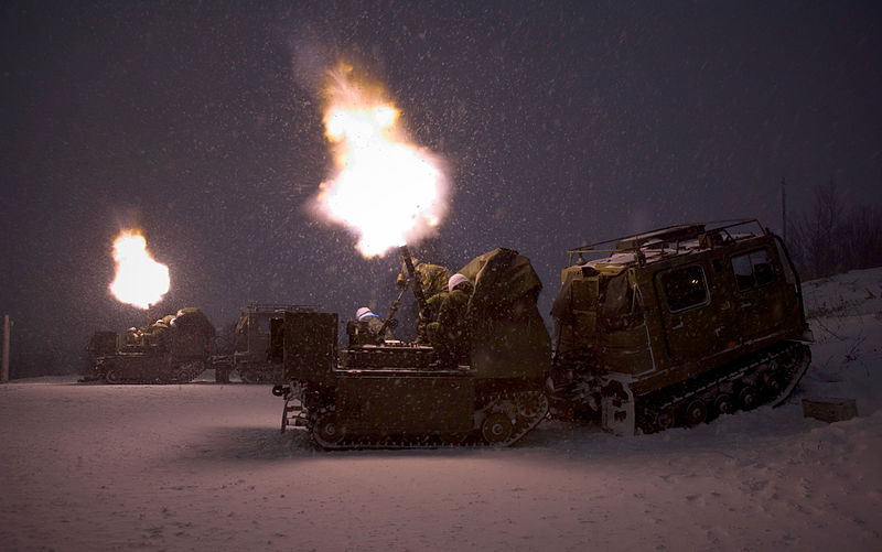 ファイル:Mortar Troop of 42 Commando during a night live firing in Norway MOD 45147688.jpg