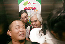 Mr. Nick Ut with his students (IMMF 2010 - Hanoi).jpg