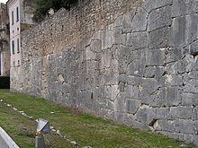 Le mura poligonali di Amelia, particolare del lato Sud.