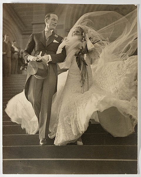 File:Musical stars Madge Elliott and Cyril Ritchard's wedding, St Mary's Cathedral, Sydney, 16 September 1935.jpg