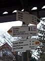 Nádraží Zadní Třebaň, turistický rozcestník.jpg