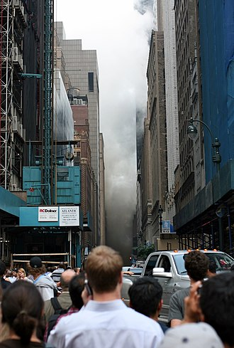 2007 New York City steam explosion - Rising steam from the explosion