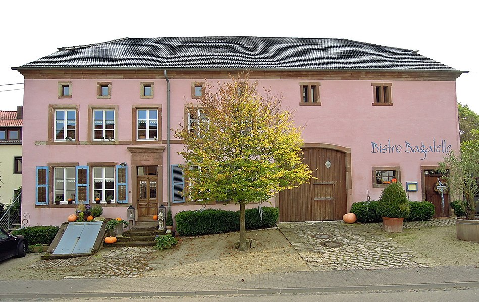 Neunkircher Straße 66, Bauernhaus mit Garten und Gartenmauer, 1. Viertel 18. Jh., Umbau 1830 (Einzeldenkmal)