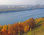 Nizhny Novgorod. Autumn view to Oka River from Shveitsariya Park.jpg