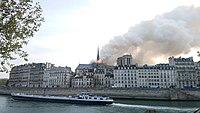Notre-Dame de Paris, Incendie 15 avril 2019 19h03.26.jpg