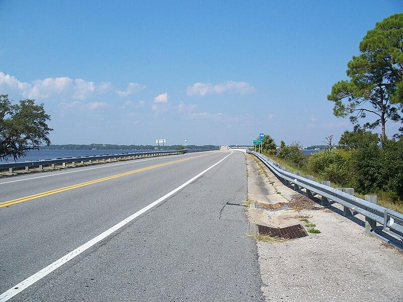 File:Ochlockonee Bay bridge US 98 north03.jpg