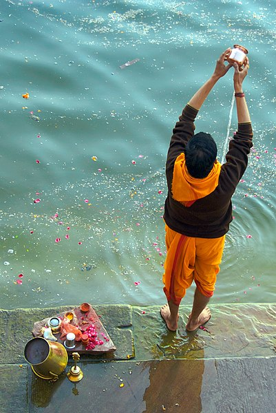 File:Offering to the Ganges, Varanasi.jpg