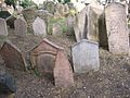 Old Jewish Cemetery, Prague 005.jpg