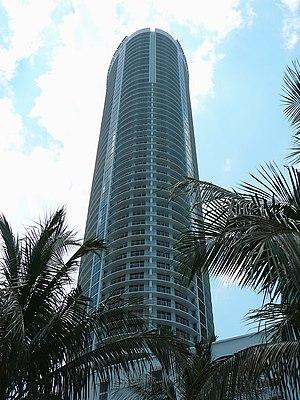 Opera Tower - Image: Opera Tower side