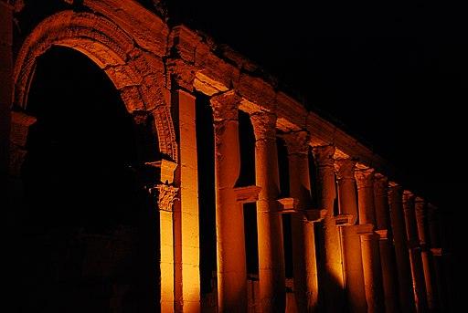 Palmira la nuit (Siria) (8171412857)