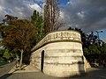 Paris, place de la Bataille-de-Stalingrad, mur d'enceinte rappelant celui des fermiers généraux 002.jpg