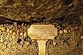 Paris catacombs (34269440380).jpg