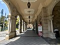 Parliament House Botanic Gardens entry, Brisbane 01.jpg