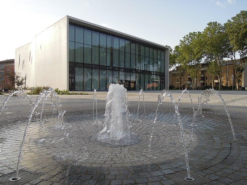 Pavillon Blanc de Colomiers. Médiathèque et Centre d'art contemporain. Architecture de Rudy Ricciotti.