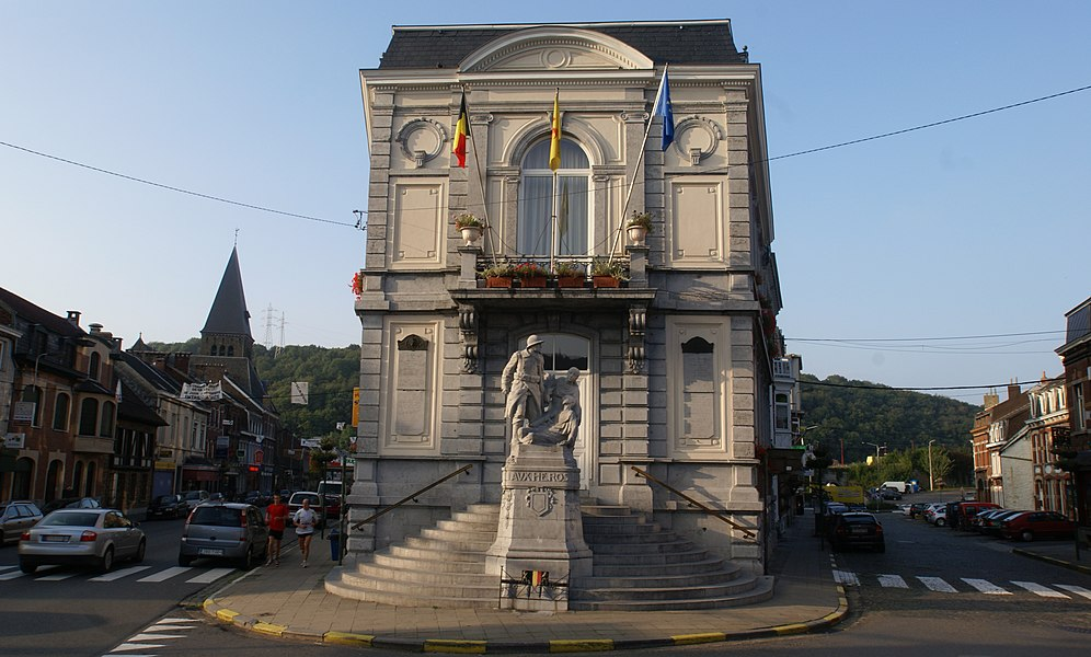 Pepinster (Belgium): Town Hall and war memorial