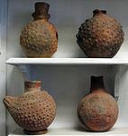 Perù, moche, vasi di uso funerario 04 conchiglie.JPG