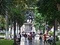 Personas en la Plaza Bolívar en Barquisimeto, Edo. Lara.JPG