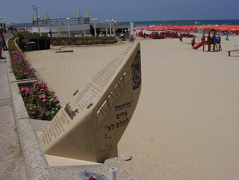PikiWiki Israel 32278 Altalena memorial at Tel Aviv beach