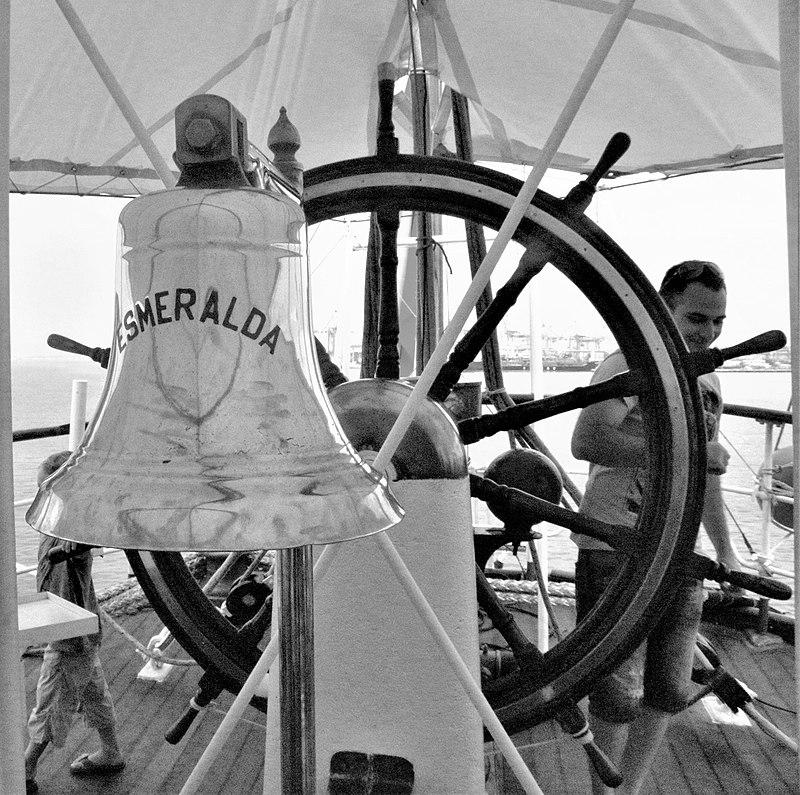 הגה ופעמון באונית מפרש