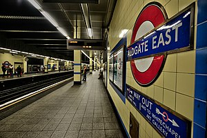 Aldgate East tube station - Image: Platform (15234313935)