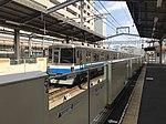 Platform of Meinohama Station and train for Fukuoka Airport Station 2.jpg