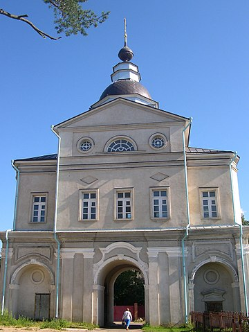 https://upload.wikimedia.org/wikipedia/commons/thumb/0/0c/Pokrovskiy_monastir_Saint_gates.jpg/360px-Pokrovskiy_monastir_Saint_gates.jpg