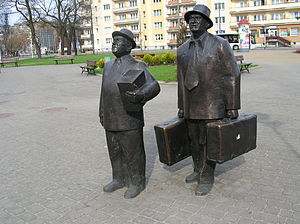Sami swoi - Image: Pomnik Pawlaka i Kargula w Toruniu