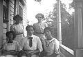 Porträtt av de fem systrarna Rydbeck i Anneberg. Efter 7 år - Nordiska Museet - NMA.0057038.jpg
