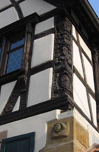 Post (structural) - Image: Poteau scupté Soultz les Bains