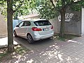 Praha, kostel U Jákobova žebříku, automobil BMW.jpg
