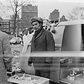 Publiek op Waterlooplein, Amsterdam, Bestanddeelnr 924-2888.jpg