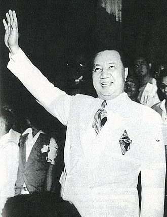 Elpidio Quirino - Quirino waving to the crowd