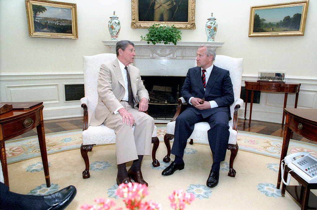 File reagan's meeting with oleg gordievsky in the oval office 16