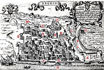 Reggio in una'antica incisione, sono indicate le porte della città, le fortificazioni e le principali chiese. (Gentile concessione)