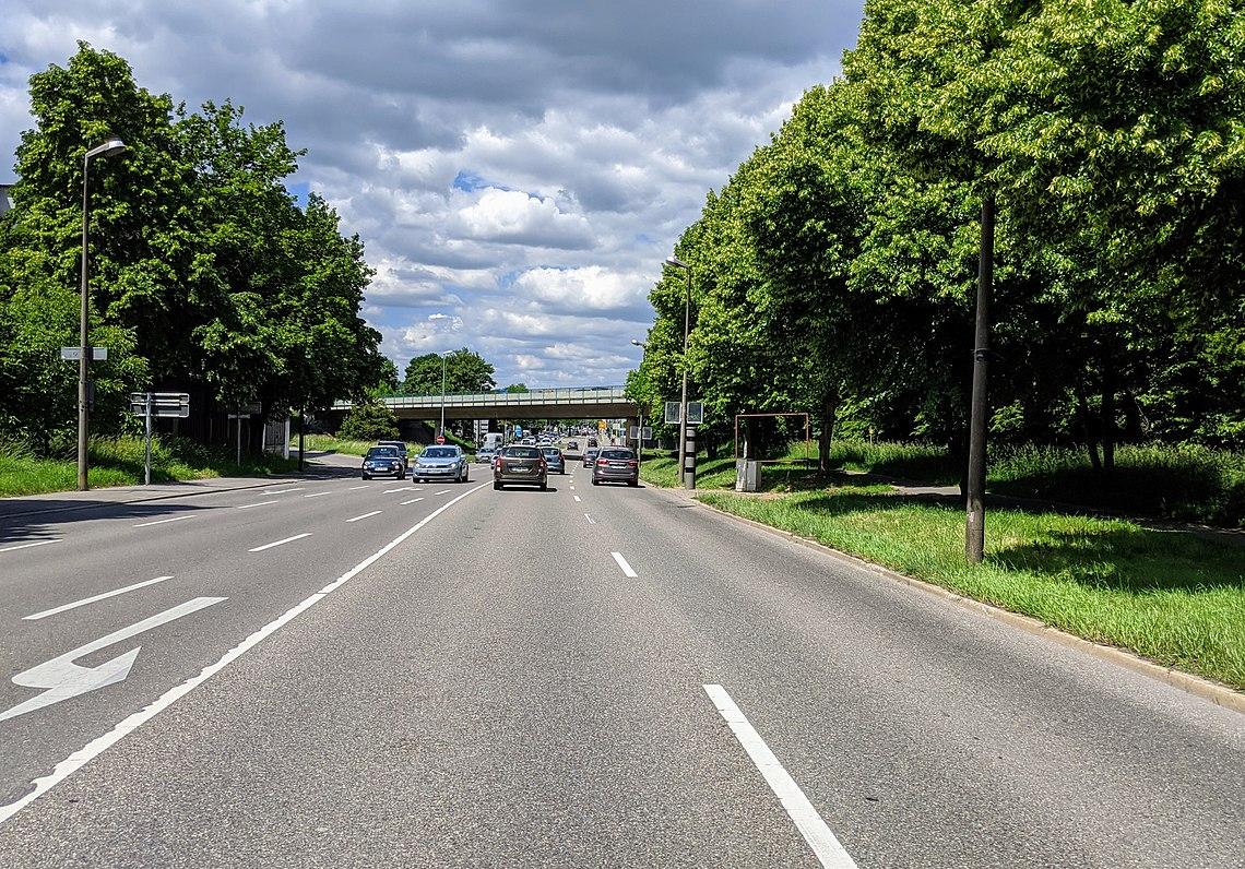 Reutlinger Straße in Tübingen kurz nach dem Ortseingangsschild kommend von Richtung Reutlingen.jpg