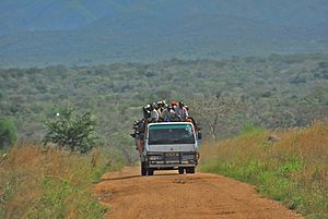 Road between Fort Portal and Rebisengo - Flickr - Dave Proffer (7)