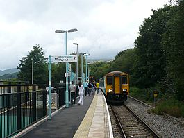 Rogerstone railway station in 2008.jpg