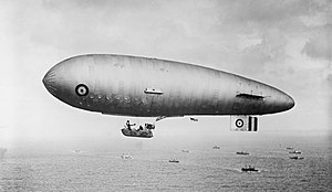 SSZ class airship over convoy WWI IWM Q 20643.jpg