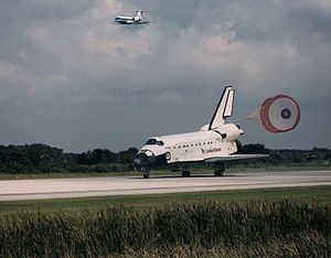 STS-71 - Atlantis lands at the Kennedy Space Center at the end of STS-71.
