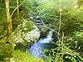 """Salto de agua en el Rio Alba , por la ruta del mismo nombre en Sobrescobio """" Parque Natural de Redes """" , Asturias. - panoramio.jpg"""