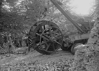 Salvage of an old waterwheel