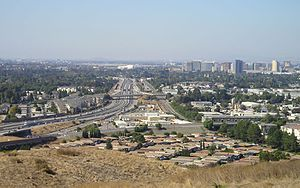 California State Route 87 - SR 87 looking north towards downtown San Jose from Communications Hill in 2006. VTA light rail runs between the northbound and southbound lanes; the freeway was under construction to add an additional lane in both directions.