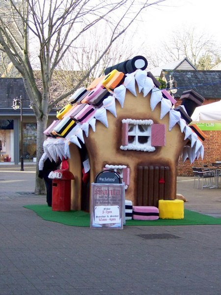 File:Santa's house, Ringwood - geograph.org.uk - 1608354.jpg