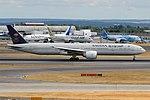 Saudia, HZ-AK39, Boeing 777-3FG ER (43687774264).jpg