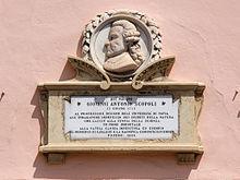 Placca di Giovanni Antonio Scopoli in centro di città