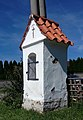 Sedlce, niche chapel at village pond 02.jpg
