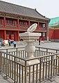 Sonnenuhr im Kaiserpalast von CN-110000 Shenyang.jpg